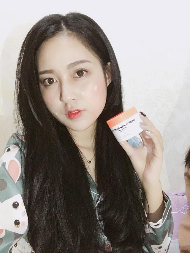 Người mẫu Nguyễn Hà Trang bật mí bí quyết để có được làn da căng mọng, tràn đầy sức sống sau khi ngủ dậy đó là sử dụng kem dưỡng da ban đêm Whitening Night CICIRO.
